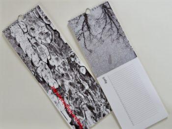 Verjaardagskalender met abstracte natuurfoto's in zwart/wit